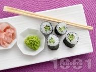 Рецепта Лесно домашно суши за вегетарианци с краставица и сусам